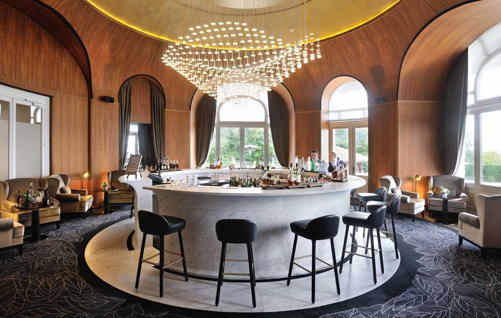 royal evian la vie de palace magazine exquis. Black Bedroom Furniture Sets. Home Design Ideas
