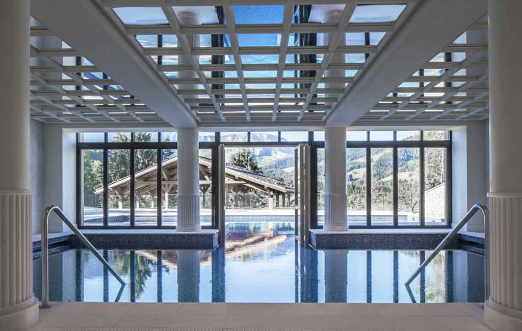 Le four seasons meg ve ou l 39 art de r unir avec go t les for Hotels 3 etoiles megeve