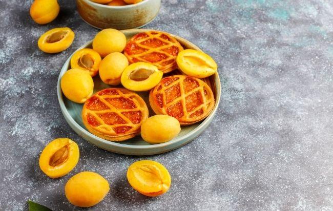 Dessert aux abricots à base de confiture d'abricot