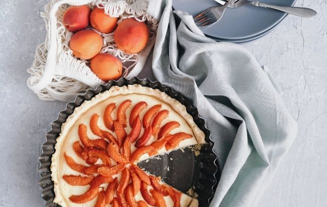 La tarte aux abricots rôtis romarin et crème d'amandes