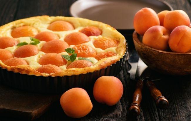Tarte aux fruits de saison et à la crème pâtissière